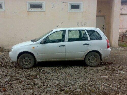 Автомобиль Лада Калина-вид сбоку-фото