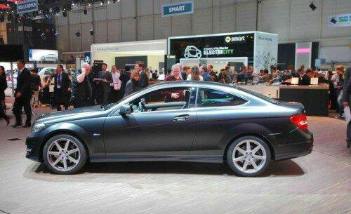Автомобиль Mercedes-Benz C-Class 2012 года-вид сбоку