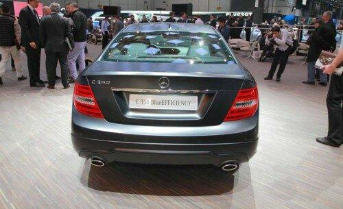 Автомобиль Mercedes-Benz C-Class 2012 года-вид сзади