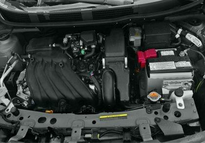 Седан Nissan Versa - двигатель