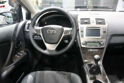 Рестайлинг Toyota Avensis - интерьер
