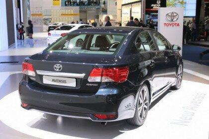 Рестайлинг Toyota Avensis - вид сзади