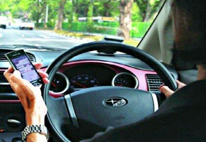 Как правильно держать руль при вождении